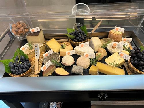 Le chariot de fromages de Bernard Mure Ravaud (M.O.F)